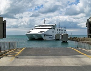 The ferry arriving in Queenscliff