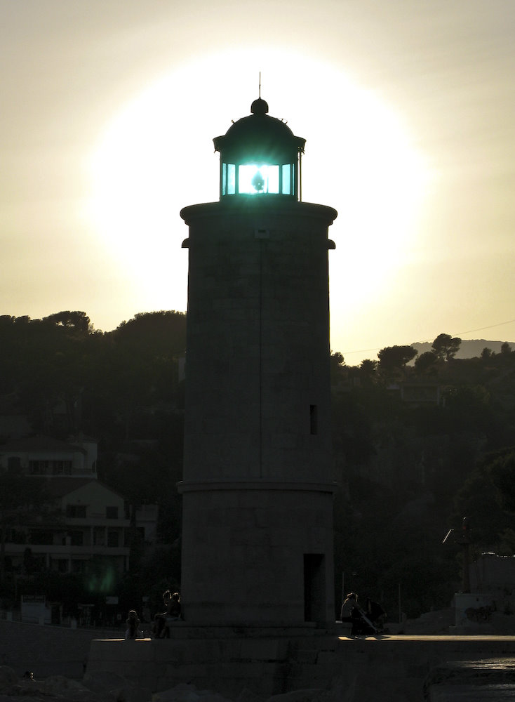 Sun through the lighthouse in Cassis