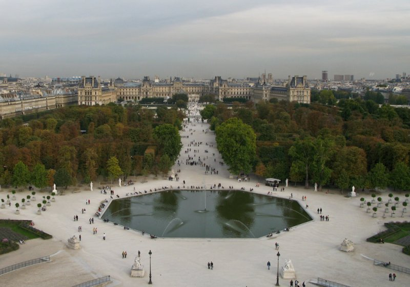 Looking from the Ferris Wheel back toward the Louvre