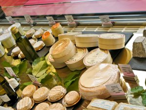 Yum!  Frommage on display at Fauchon, another high end deli in Paris.