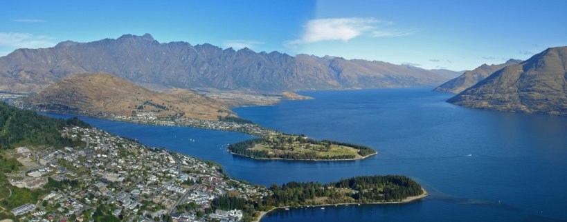 A flawed pano of Lake Wakatipu from the gondola station