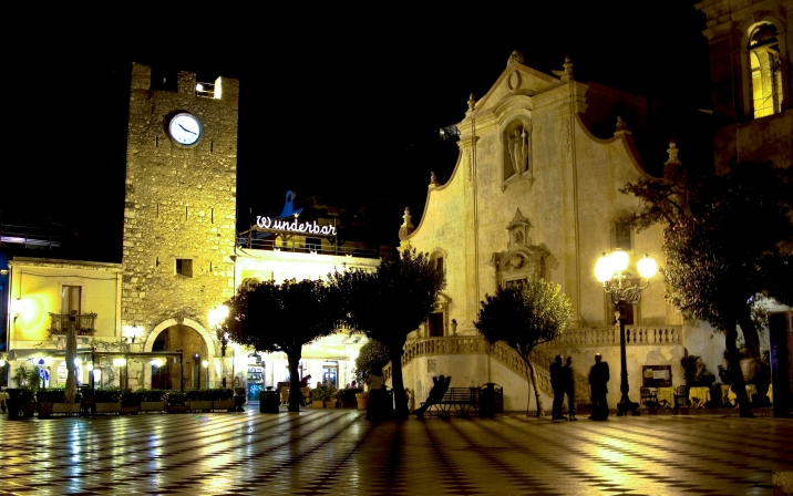 Taormina at night (HDR)