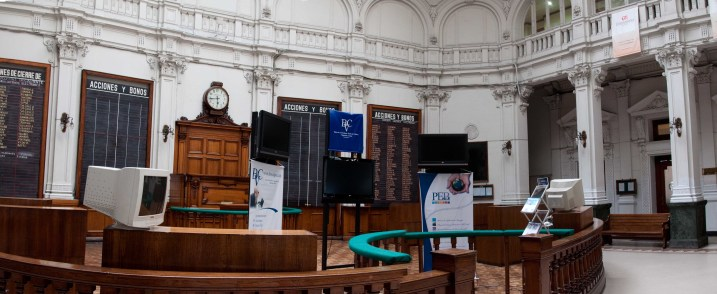 The trading floor of the stock exchange in Valparaiso (pano)