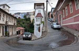 Hairpin on a steep road in Valparaiso