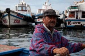 Rowboat shuttle for Muelle Prat, the harbor in Valparaiso