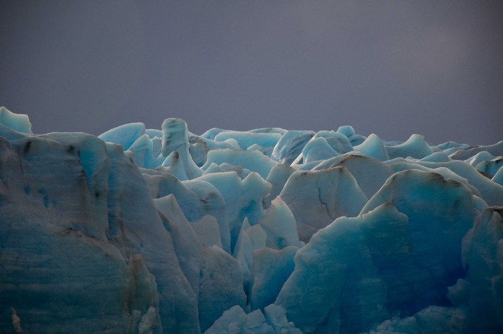 Blue ice of Glaciar Grey