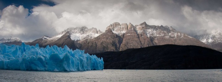 Glaciar Grey extending into Lago Grey
