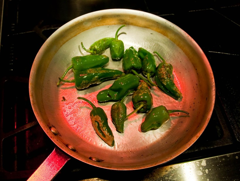 Preparing pimentos de Padron at home
