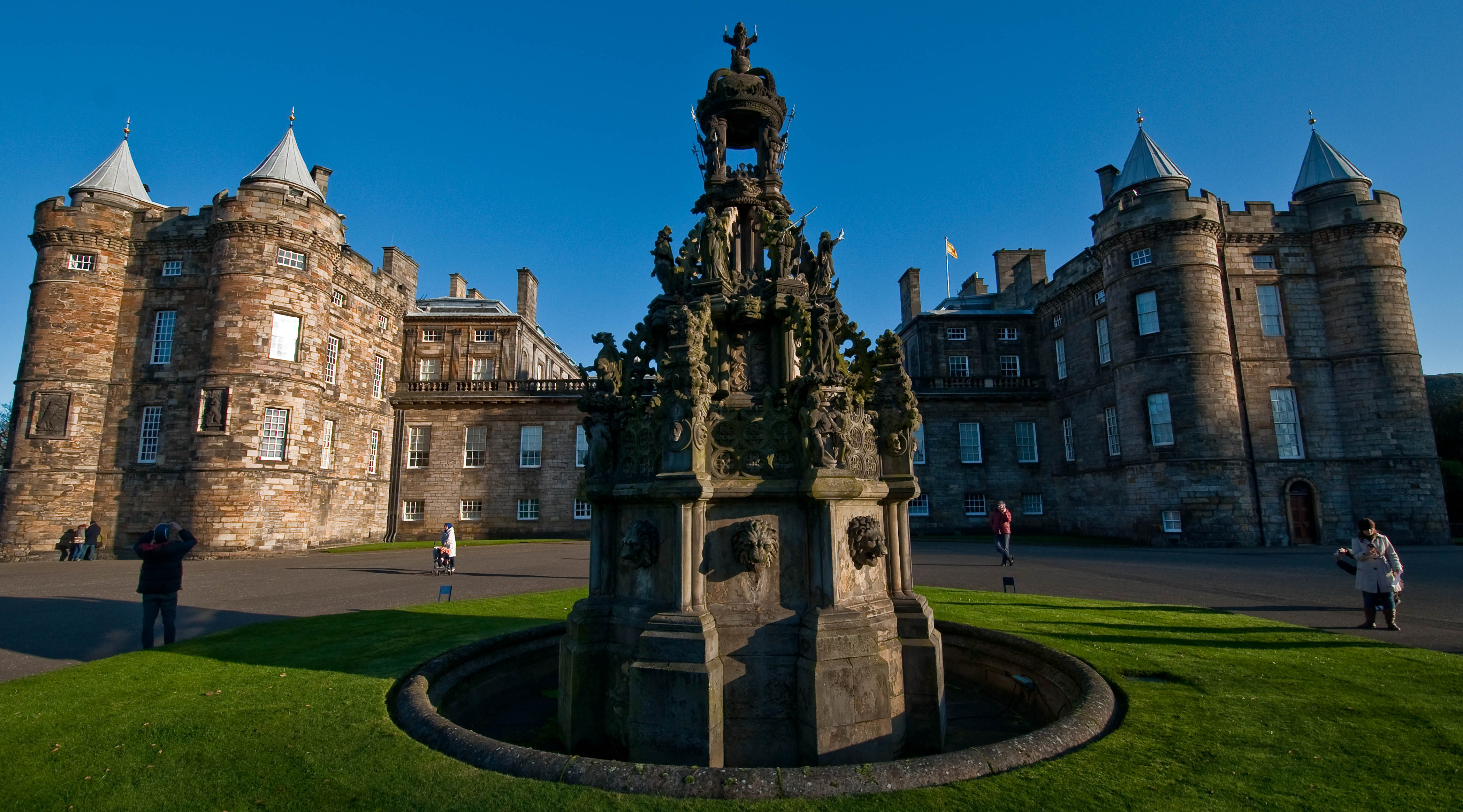 Edinburgh the palace of holyroodhouse another header for Picture of house