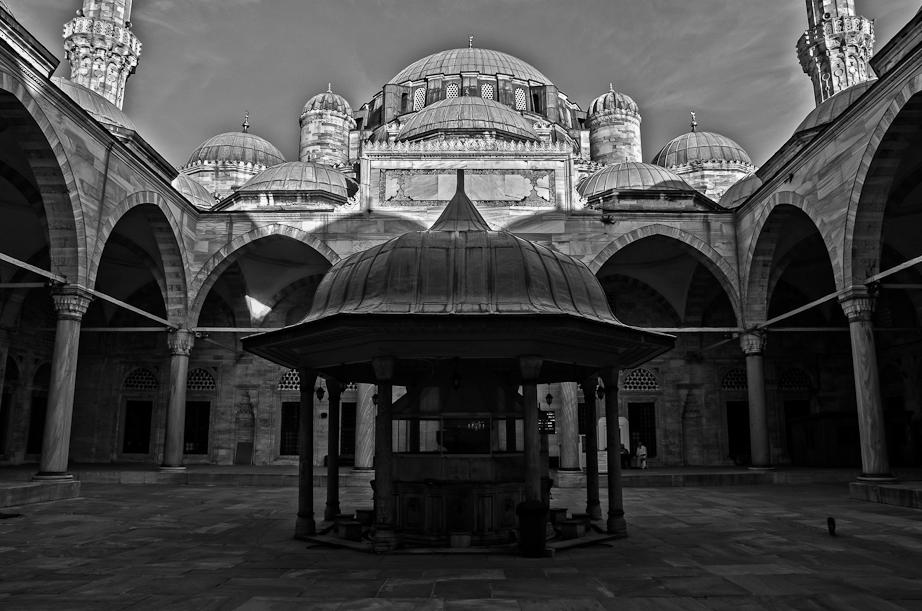 Şehzade Mosque's courtyard