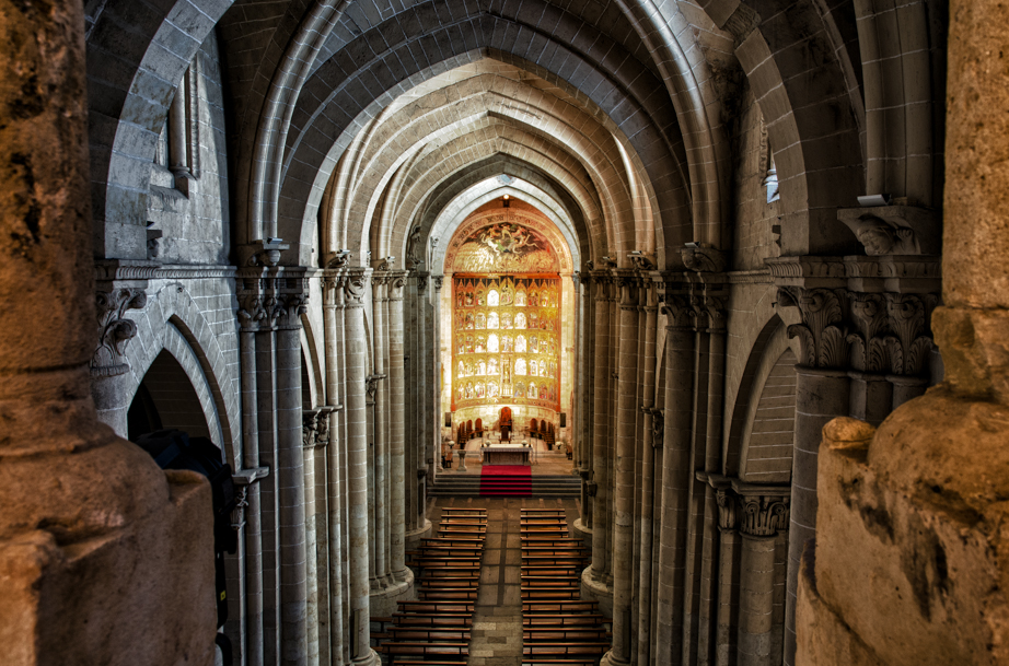 Inside the nave of Salamanca's old cathedral