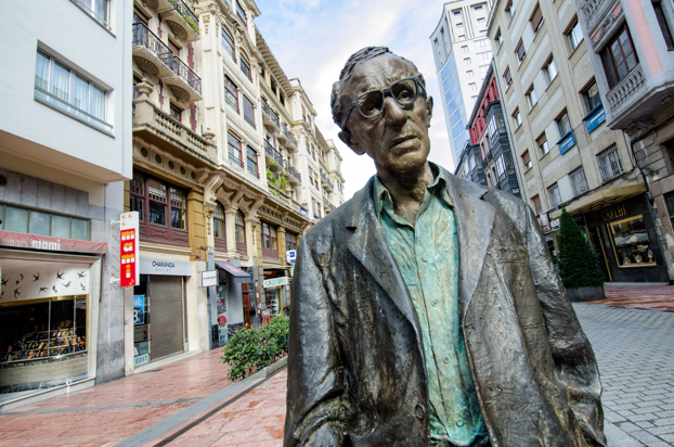 Woody Allen's statue in Oviedo