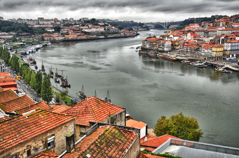The Douro flows through Porto