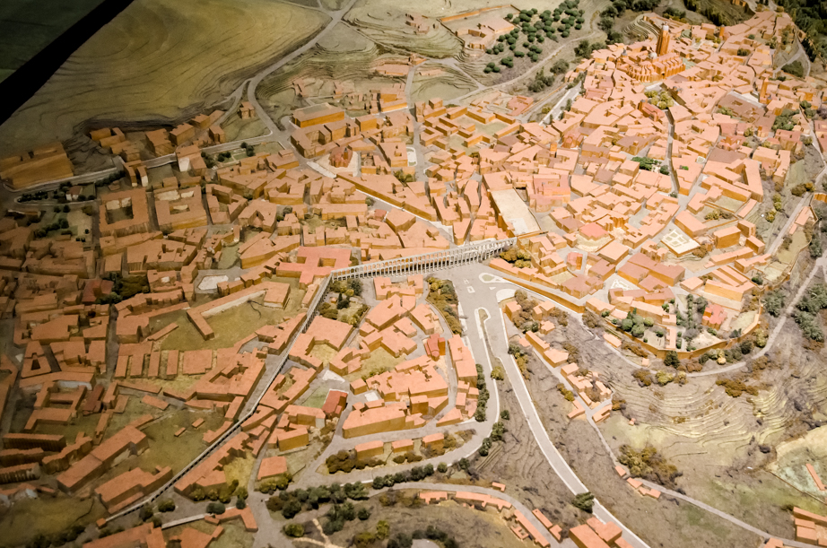 A model shows the route of Segovia's aqueduct
