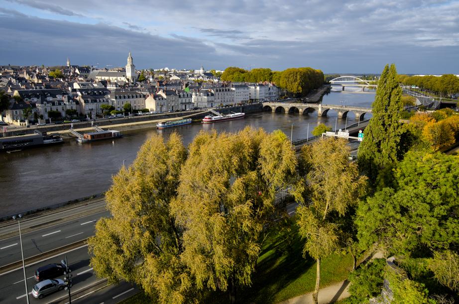 River Maine splits flows through Angers