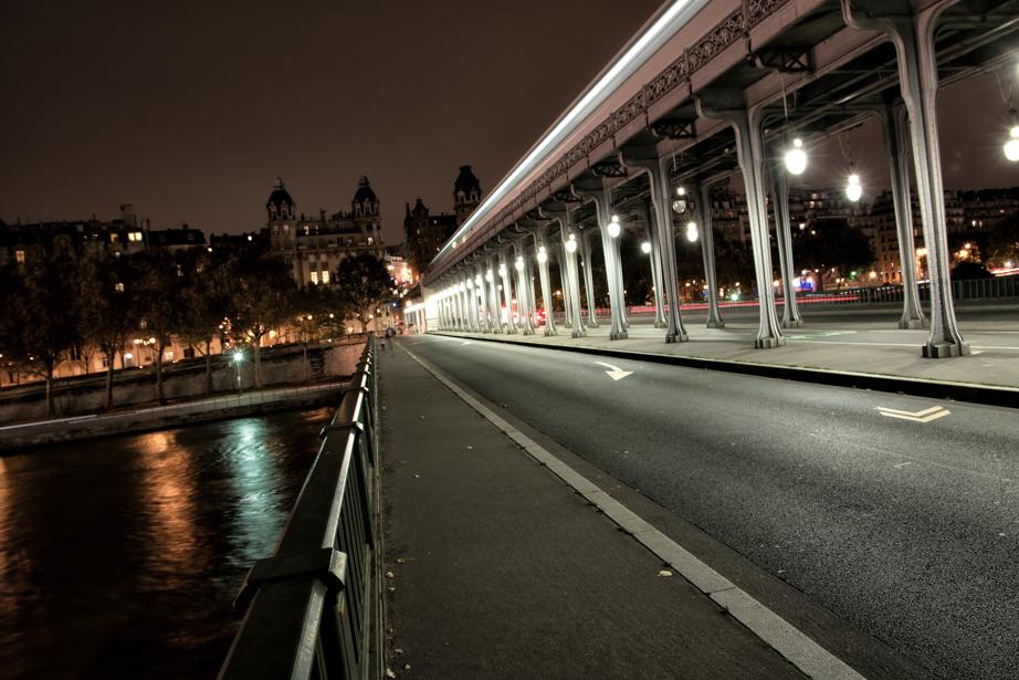 Pont de Bir-Hakeim in Paris, France.