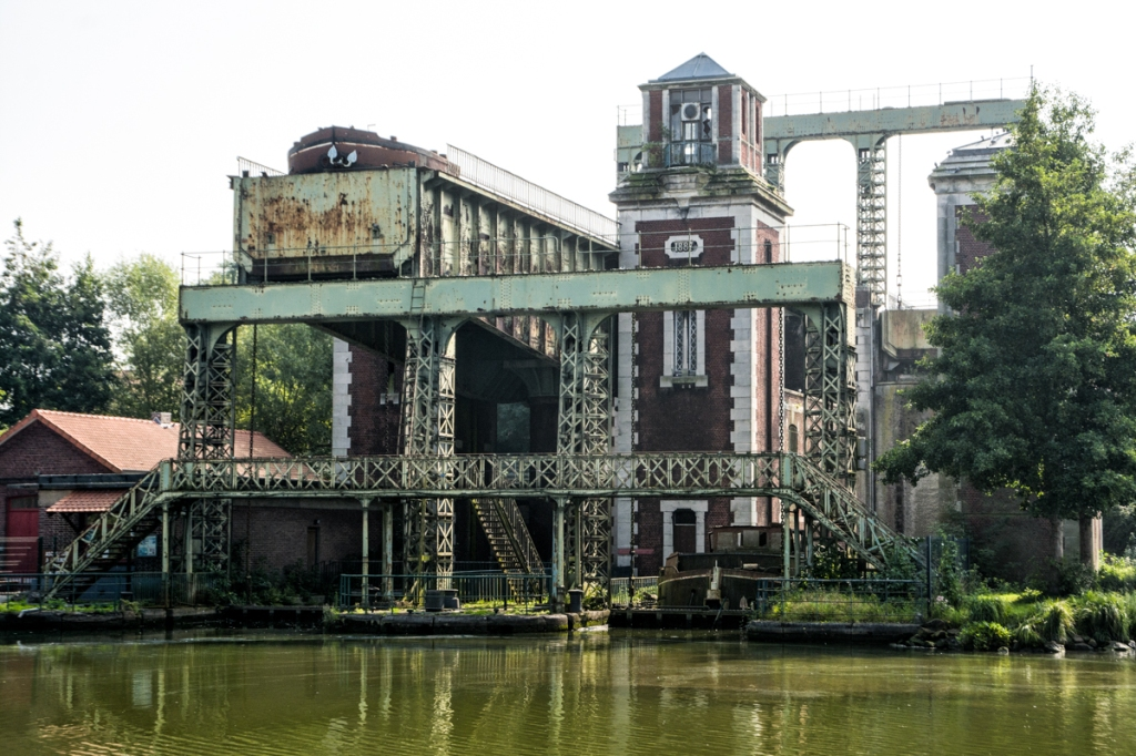 The old boat lift