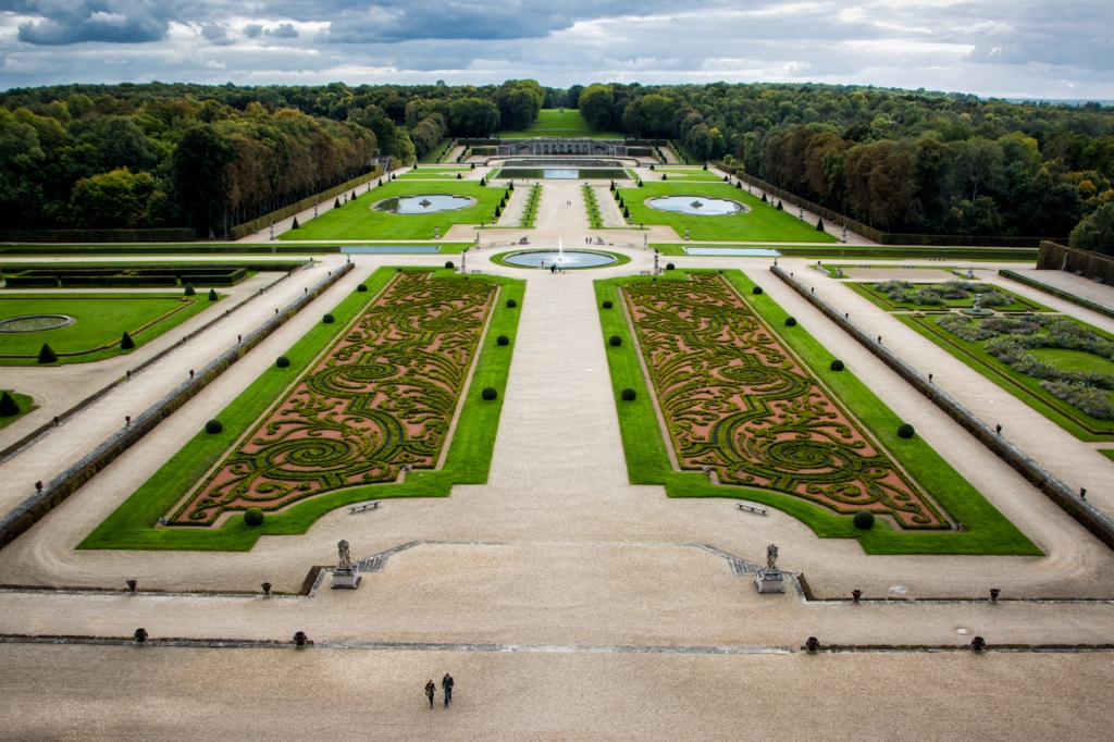 The gardens at Vaux-de-Vicomte are large and impressive.