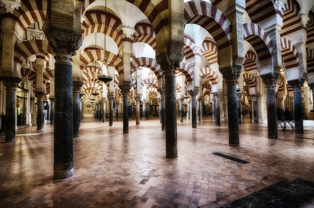 The inside of the Catedral y Mezquita de Córdoba looks like a mosque...