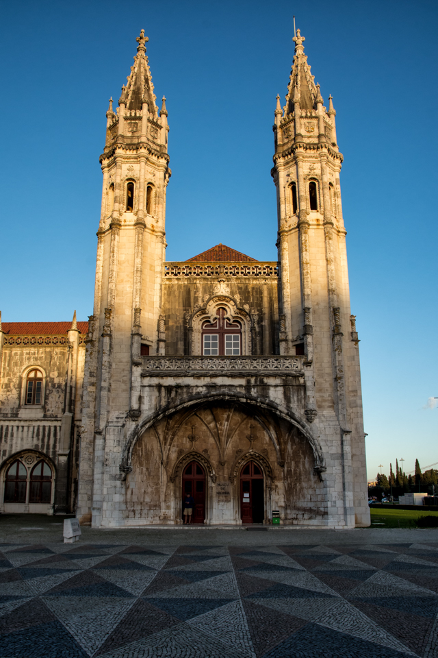Museu de Marinha occupies a part of the neo-Manueline Western wing of the Jerónimos Monastery.