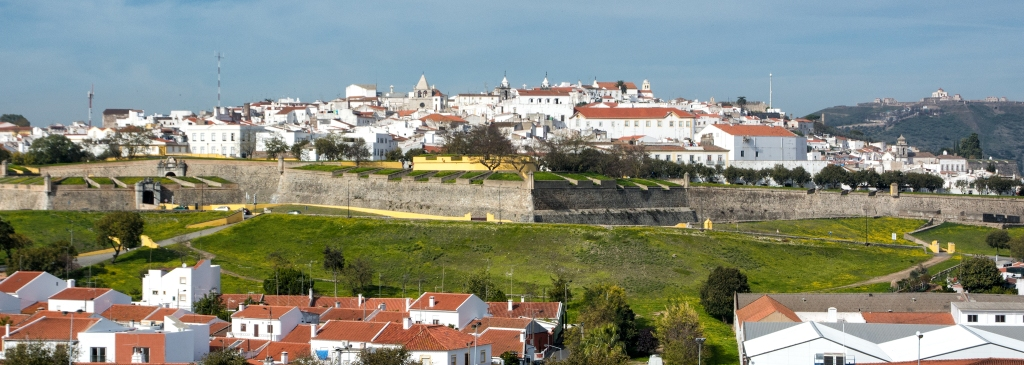 Elvas Portugal:  There's a tunnel from near the camera position to the town.