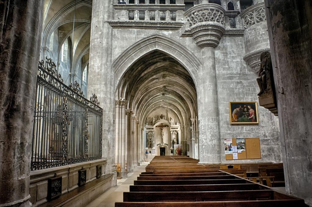 Inside basilique Saint Jean-Baptiste
